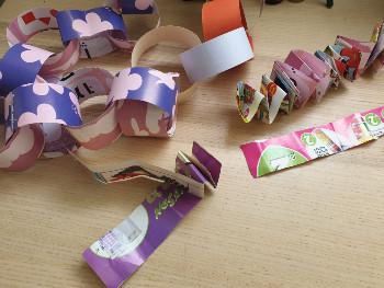 יצירות לילדים – הכנת שרשראות